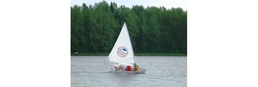 Парусные лодки Афалина
